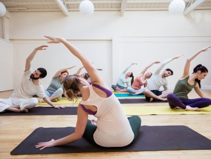 Hoe kies ik de beste yoga teacher training