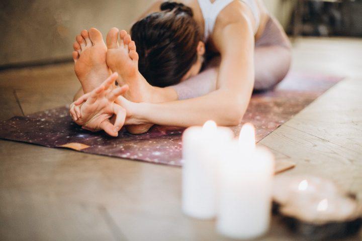 Genieten van geuren: yoga en aromatherapie