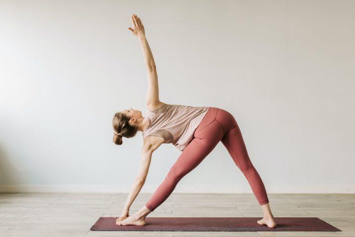 Vind je innerlijke krijger met deze vijf yogaposes