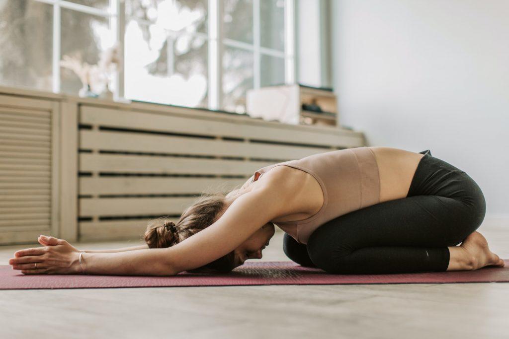 winter yoga houdingen